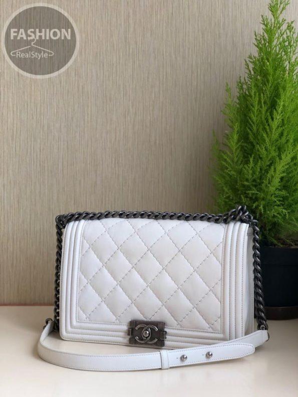 7d1a8f449f99 кожаная сумка Chanel Boy White комиссионный магазин Original Fashion